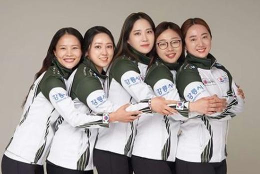 여자컬링 4인조 국가대표인 강릉시청 '팀킴'은 1차 전지훈련에서 '새빌 슛아웃' 대회 우승과 4강에 오르는 성과를 올렸다.[사진=팀킴 공식 인스타그램 캡쳐]
